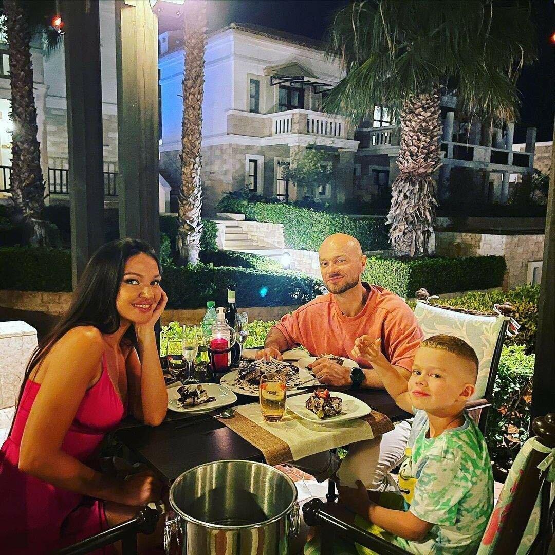 Влад Яма з дружиною і сином в Греції