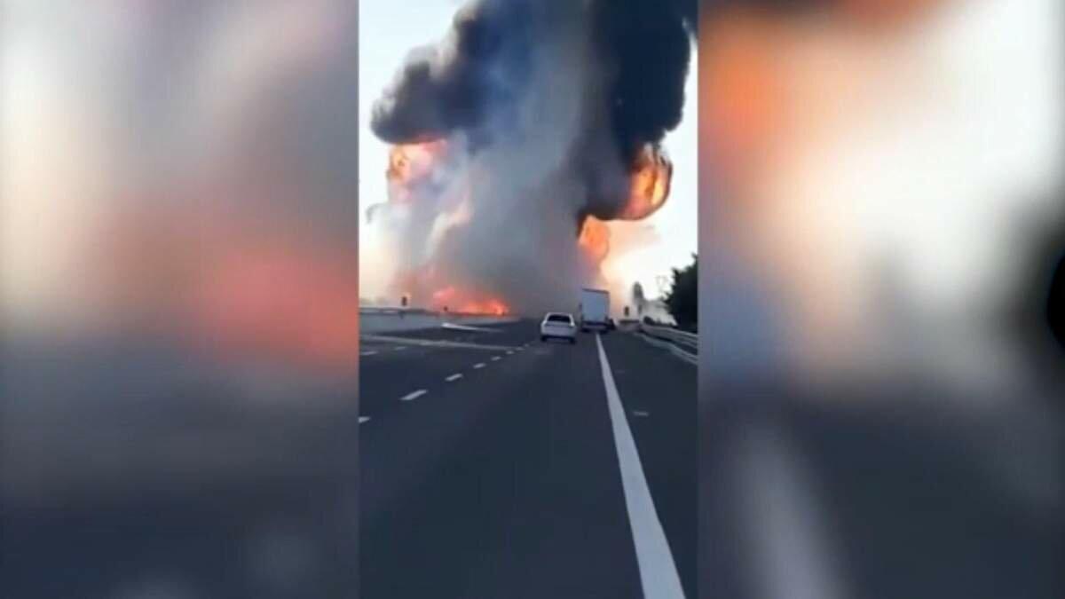 В Італії на трасі вибухнула цистерна зі зрідженим газом: є загиблі