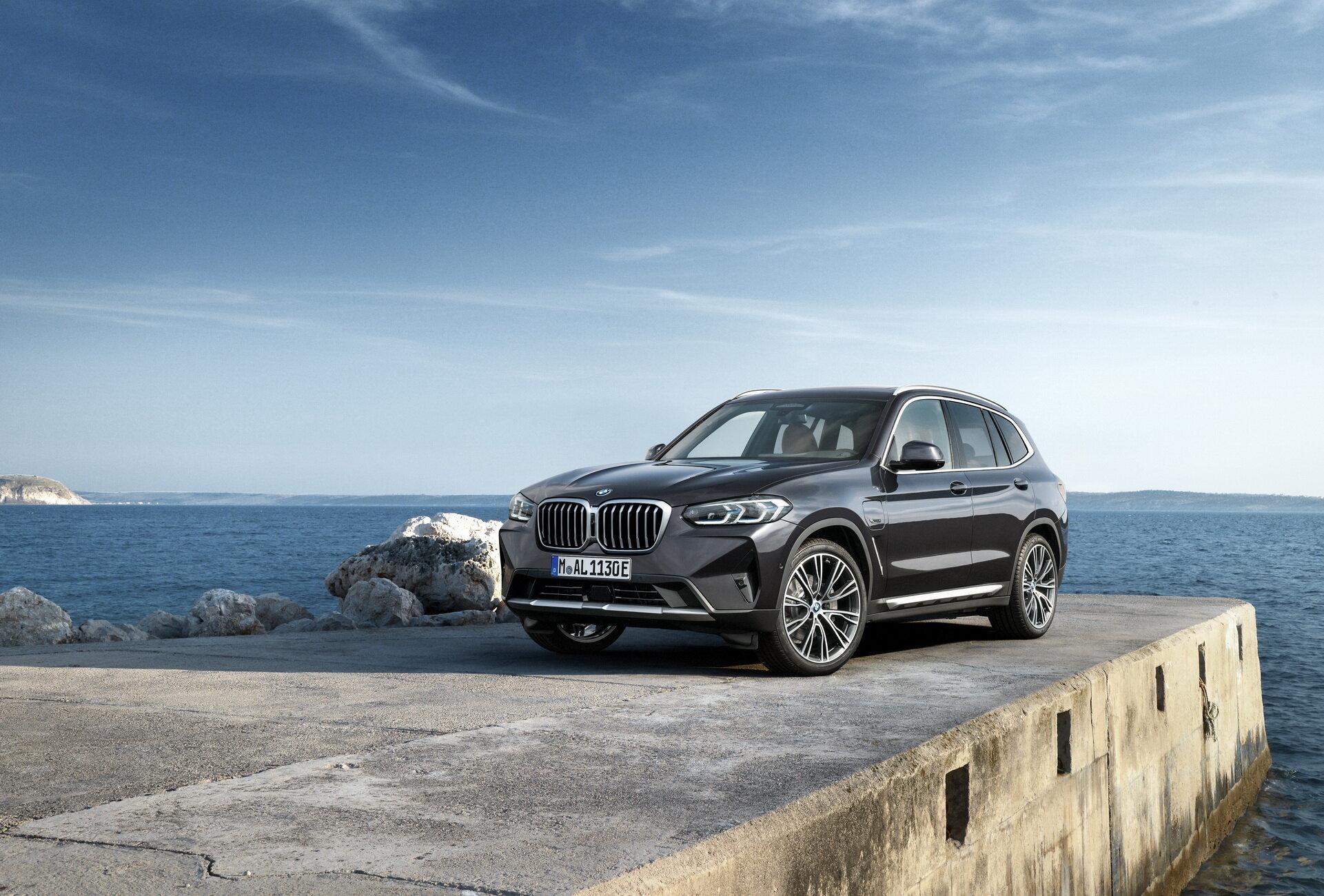 2022-BMW-X3-X4-32.jpg