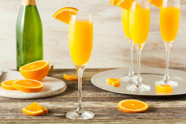 Коктейль из шампанского с апельсиновым соком