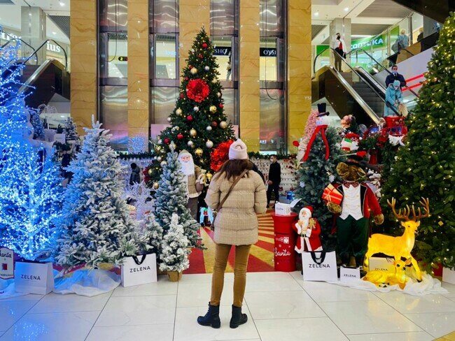 Ярмарка елок магазина в ТЦ Киева