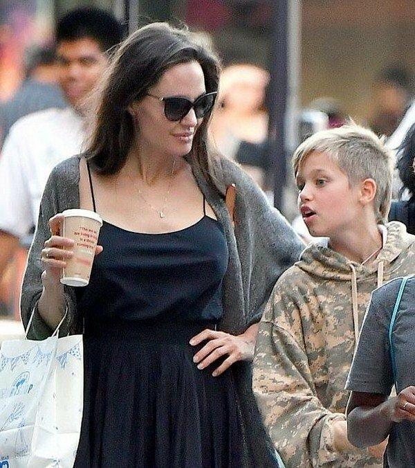 Неотразимая Анджелина Джоли – лучшие платья и повседневный стиль знаменитости