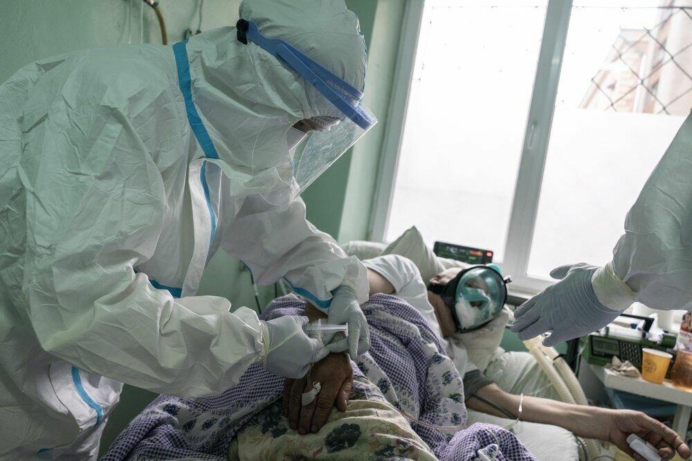 Медсестра за роботою в лікарні в Чернівцях