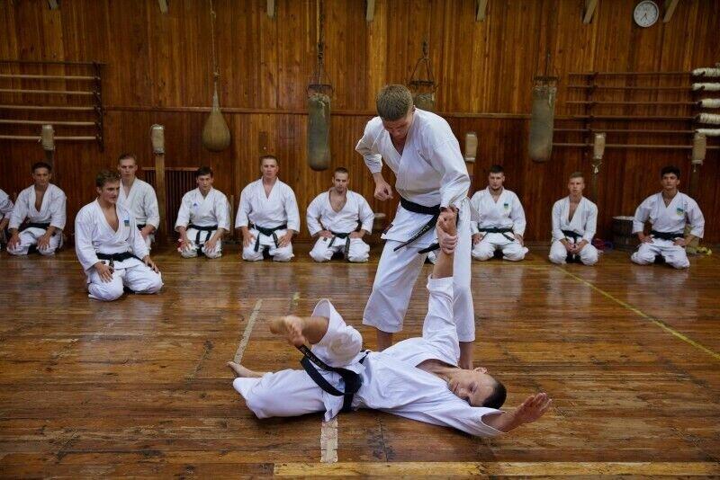 Зеленский понаблюдал за тем, как проходят тренировки детей в секции каратэ