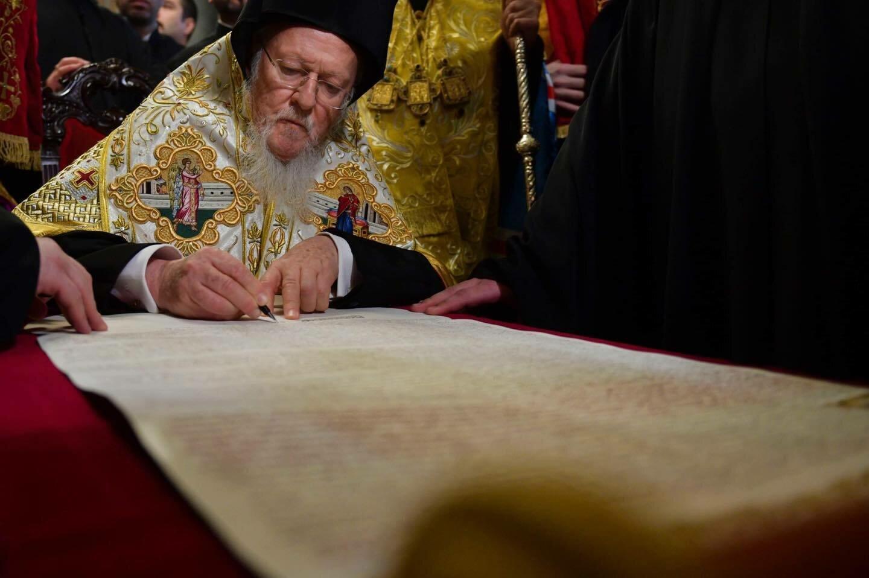 Патриарх Варфоломей во время подписания Томоса об автокефалии для ПЦУ