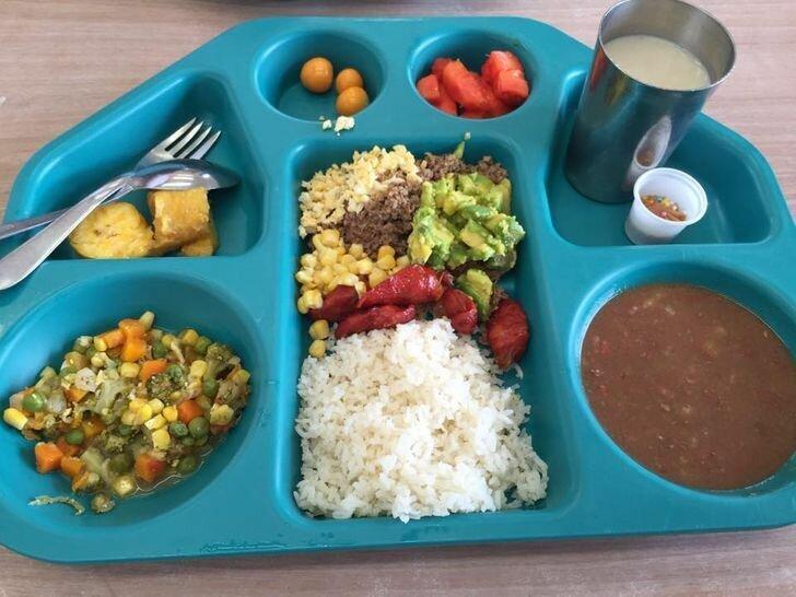Школьный обед в Колумбии.