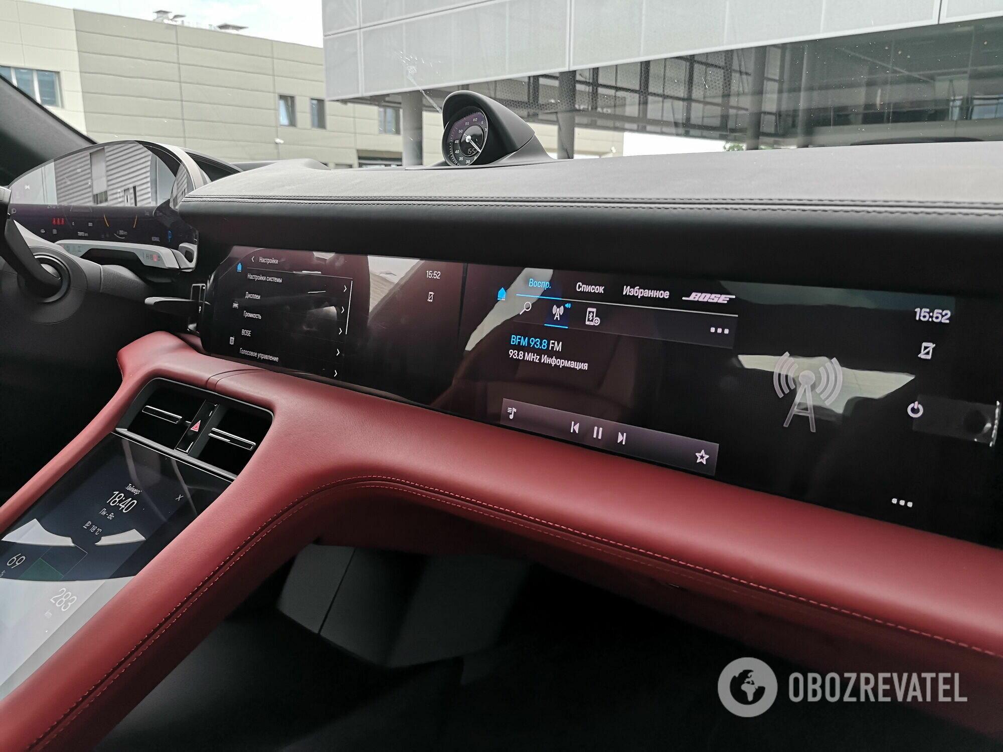В качестве опции для переднего пассажира можно заказать персональный экран