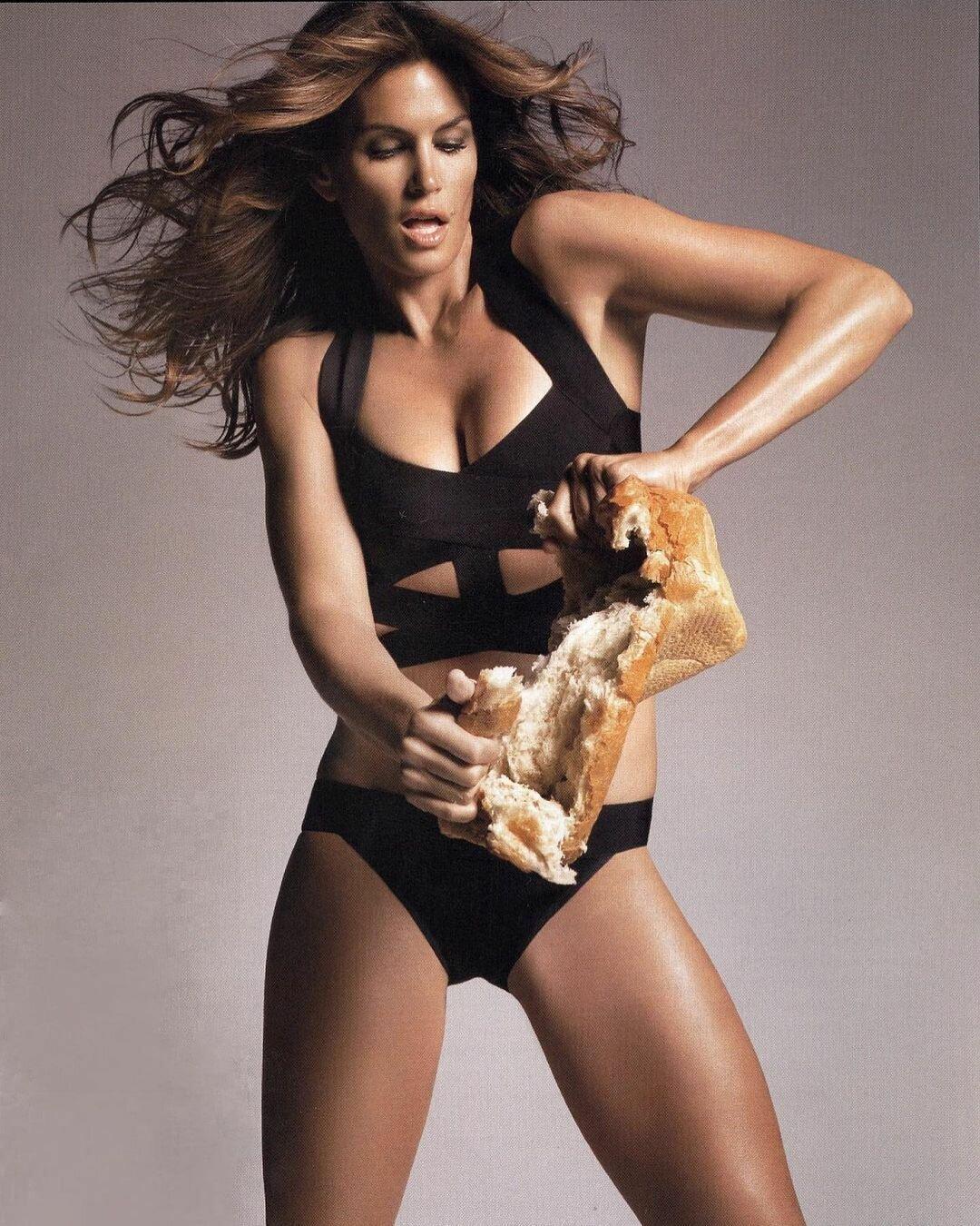 """Модель Синди Кроуфорд в свои """"за 50"""" все так же бесподобна"""