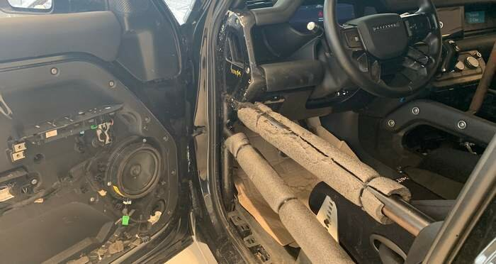 Автомобилю установили каркас безопасности