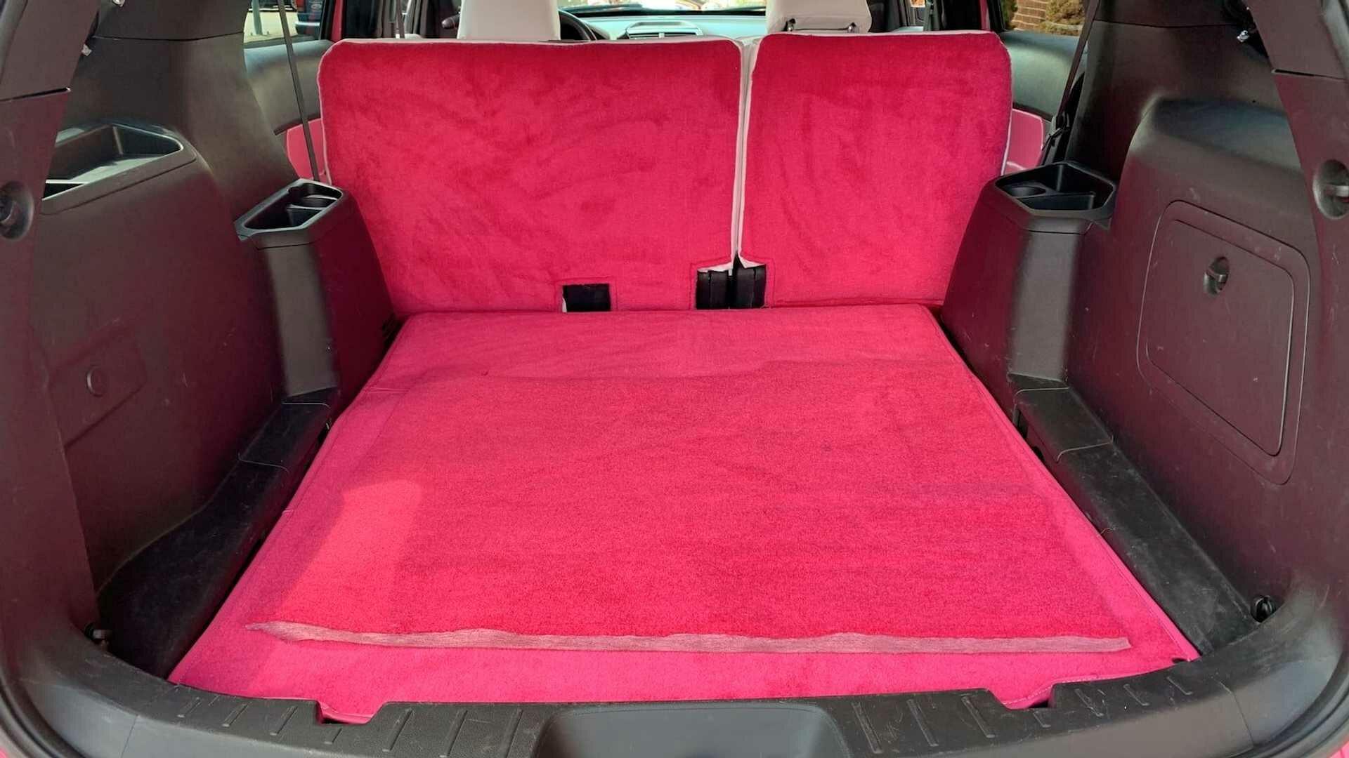 Багажник с розовой полом