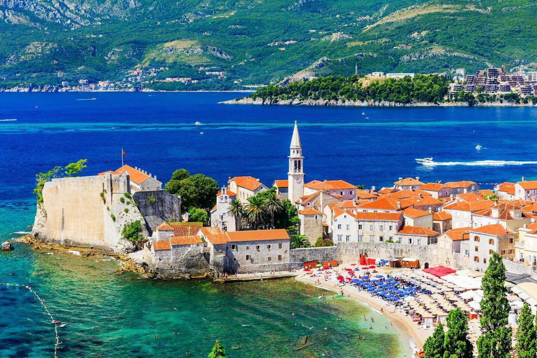 Туристам не нужно предъявлять ПЦР-тесты для посещения Черногории