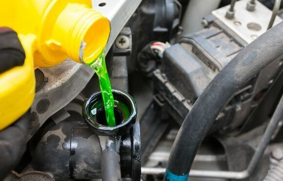 Охлажденную жидкость надо заливать в охлажденный двигатель