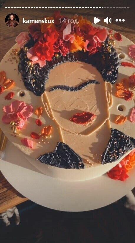 Как выглядел праздничный торт Каменских.