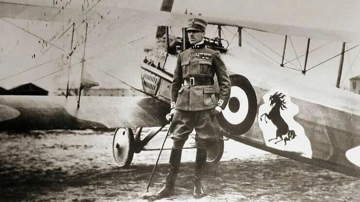 Франческо Баракка и его самолет с нарисованным конем