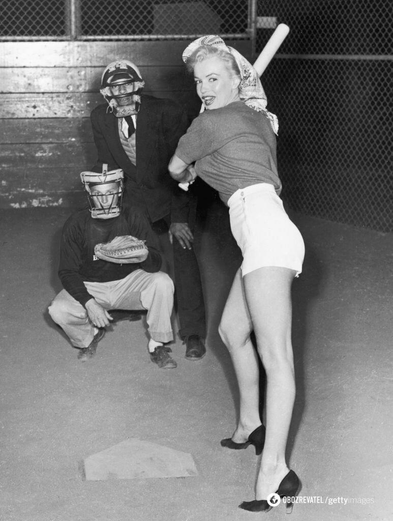 Актриса была сексуальной даже во время игры в бейсбол.