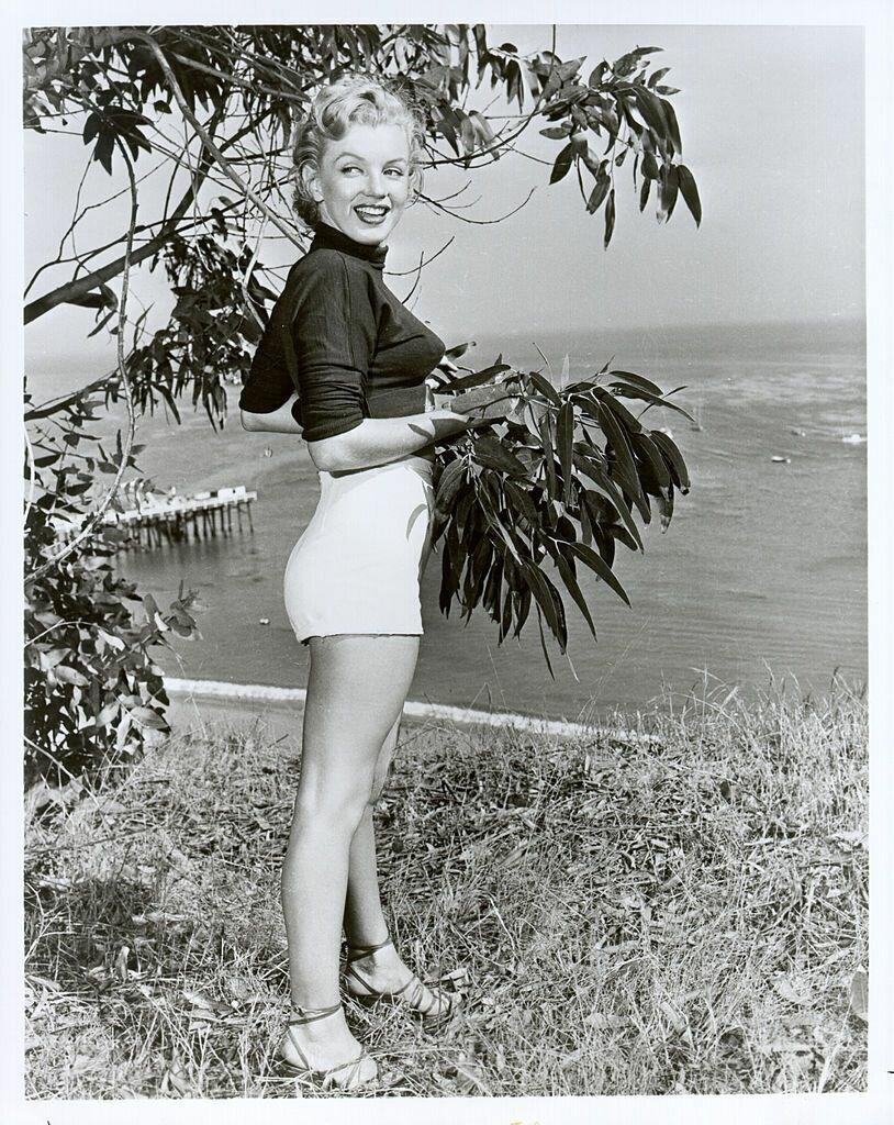 Монро не использовала яркие цвета и аксессуары в повседневной жизни.