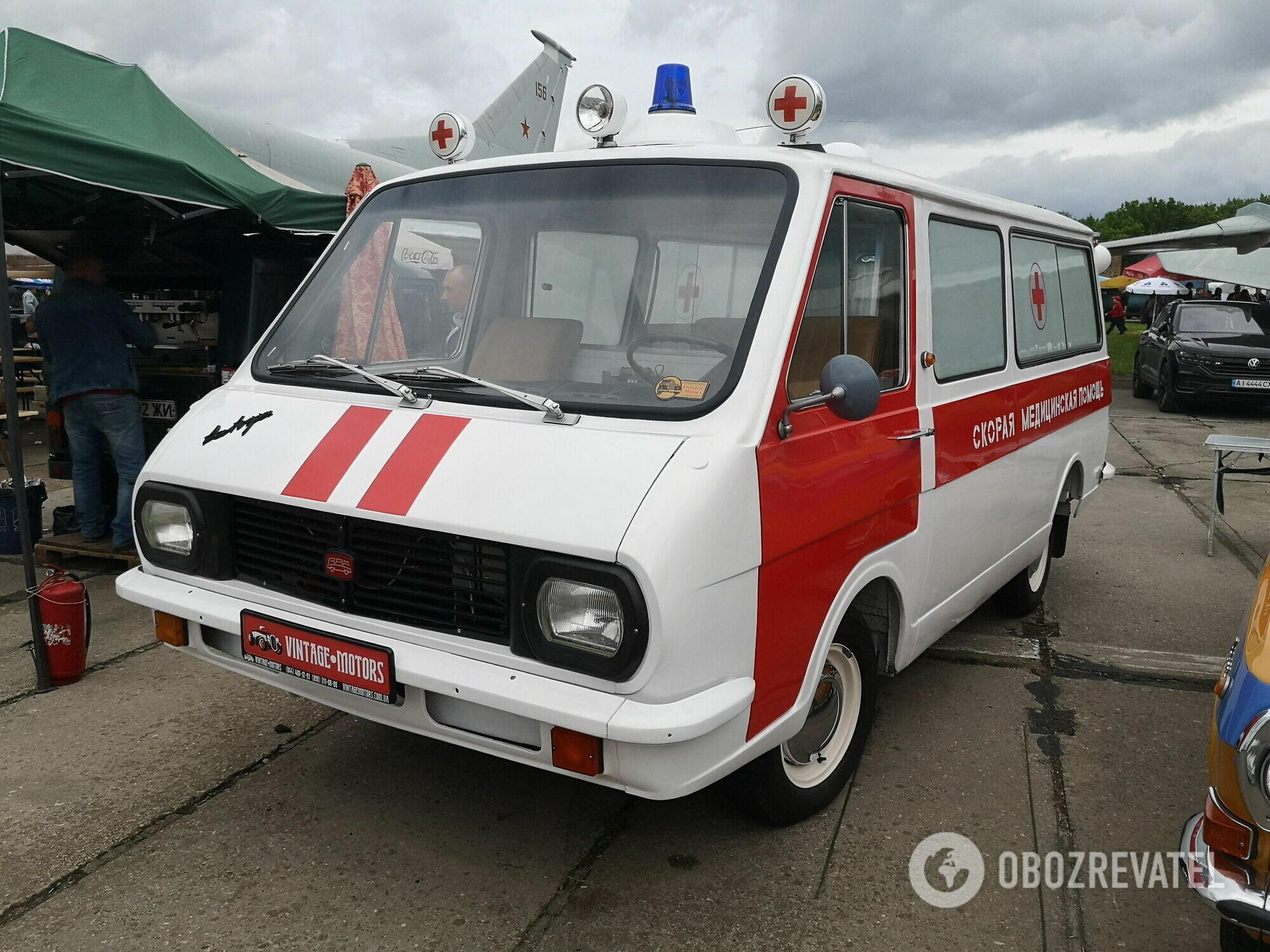 """РАФ-2203 """"Латвия"""" стал звездой экспозиции среди спецтехники"""
