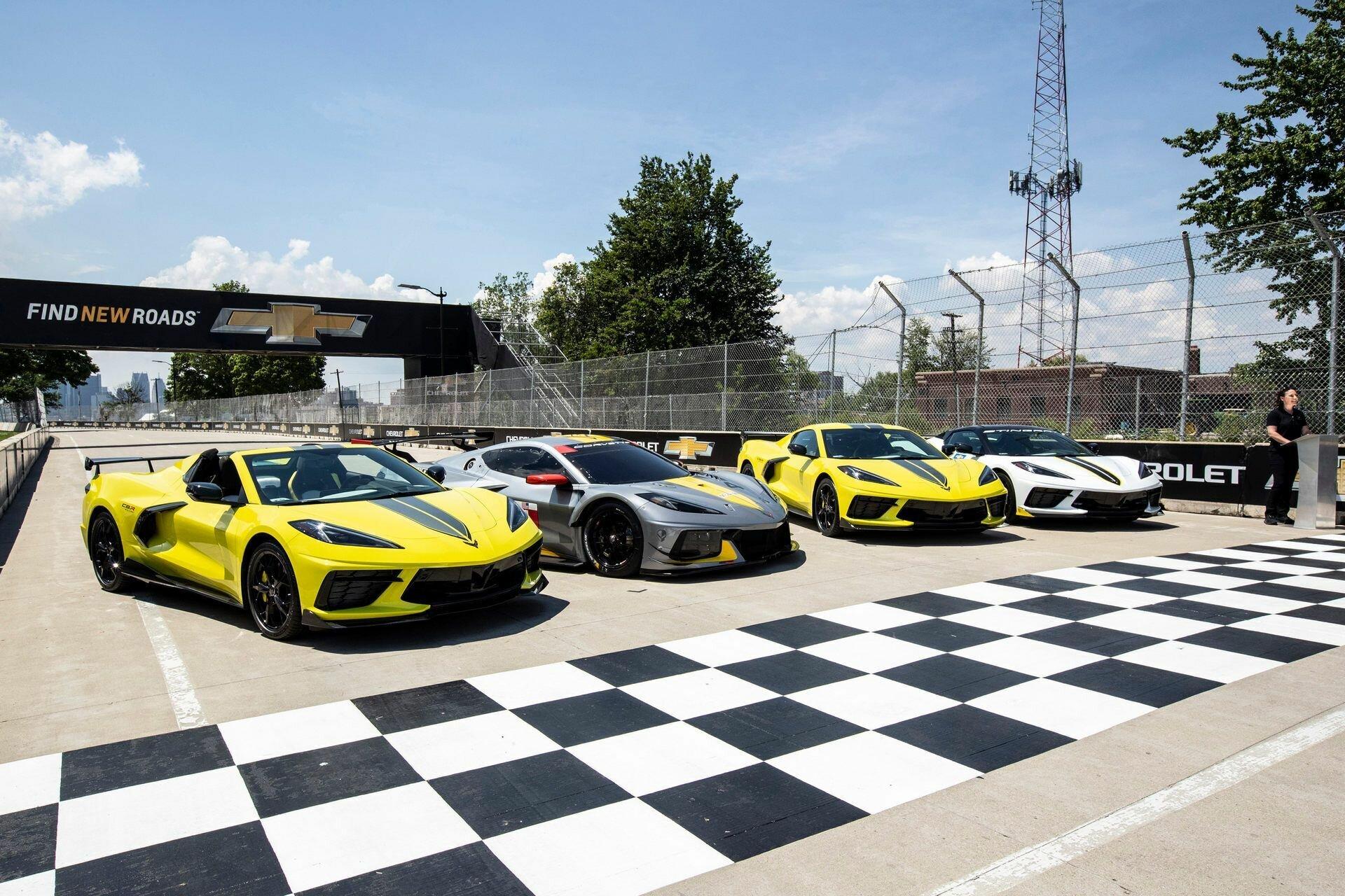 Автомобиль будет предложен только в двух цветовых схемах – желтым кузовом Accelerate Yellow с серым полосами и серым кузовом Hypersonic Gray с желтым декором