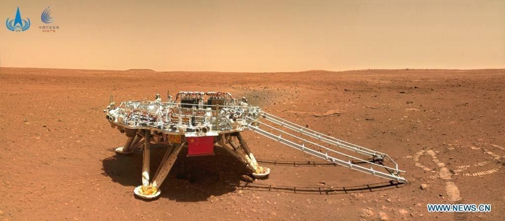 Zhurong надіслав на Землю фото з Марса