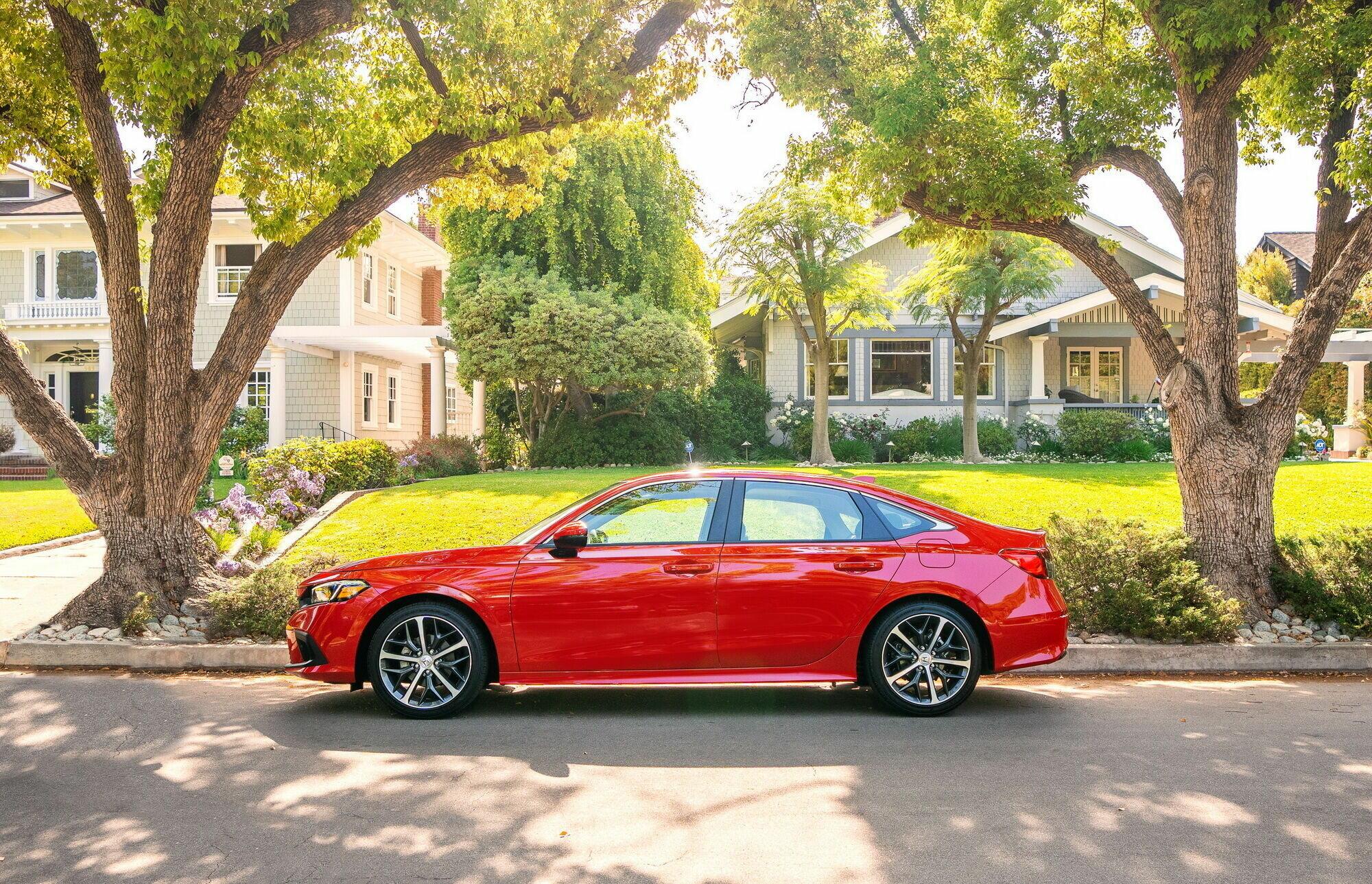 Топовая версия Civic Touring также оснащается турбомотором и вариатором