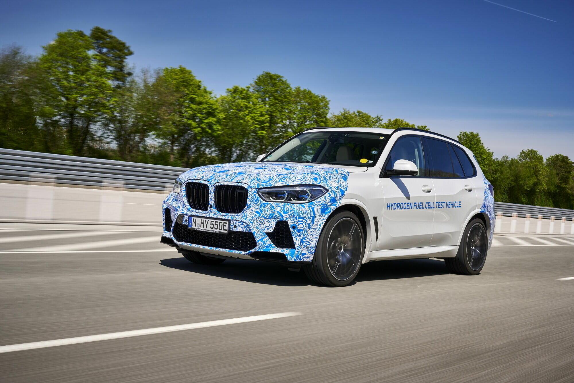 Через 2 роки досліджень та лабораторних випробувань автомобіль відправився на дорожні тести