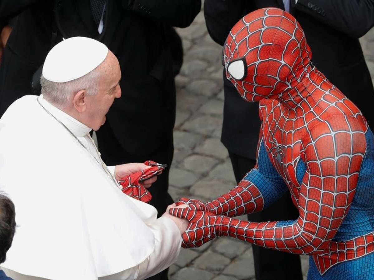 """Папа Франциск во время аудиенции встретился с """"Человеком-пауком"""""""