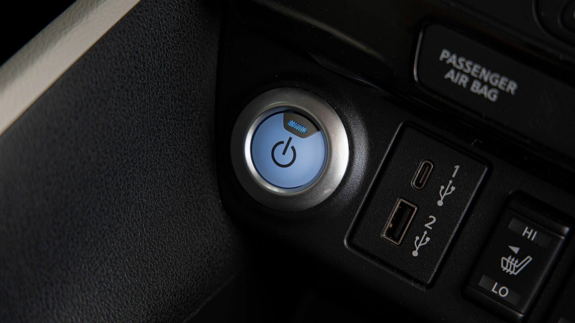 Запуск двигателя осуществляется с помощью кнопки
