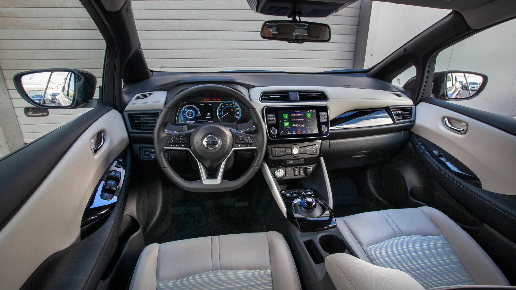 Приборная панель нового Nissan Leaf