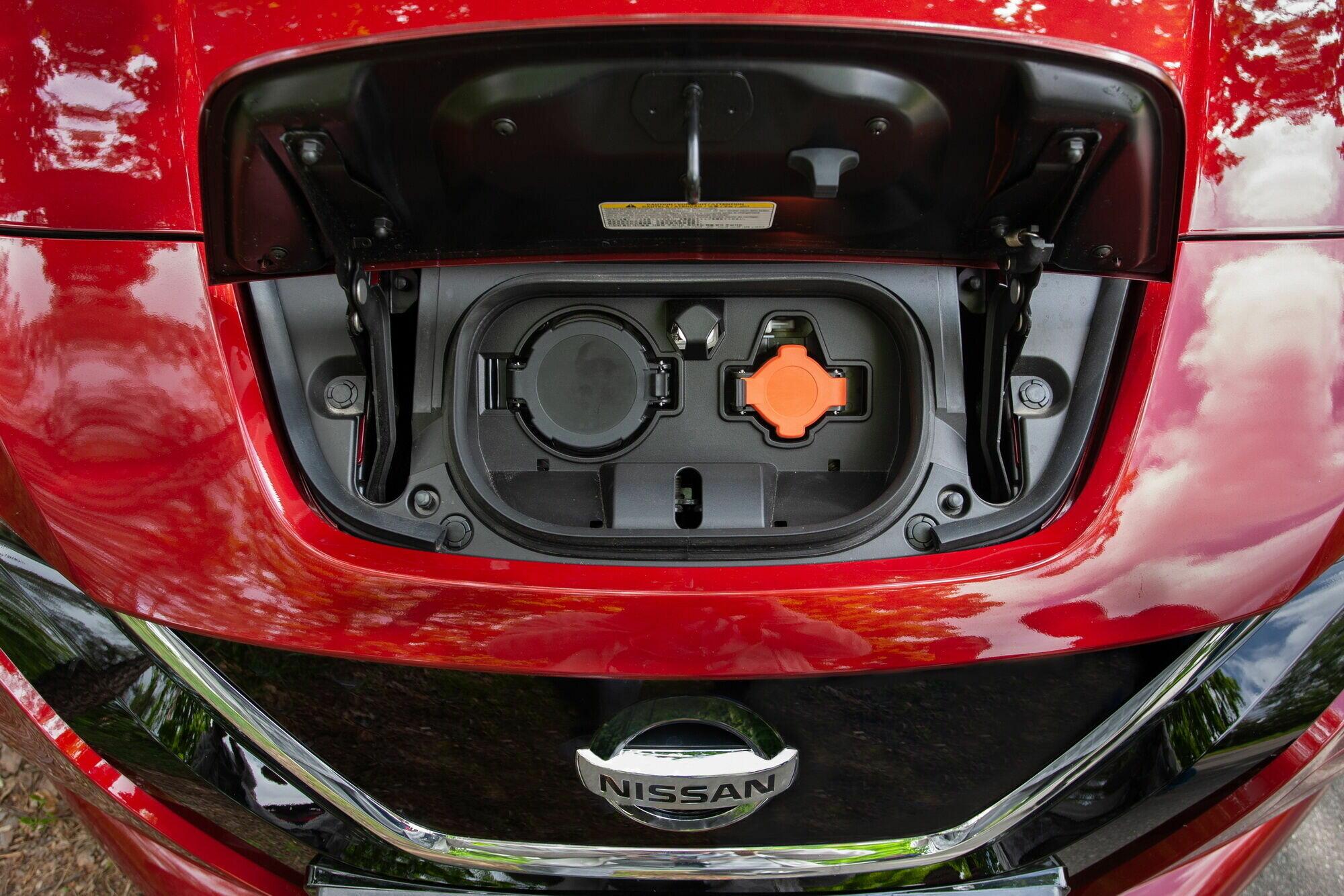 Зарядить батарею Nissan Leaf можно тремя способами
