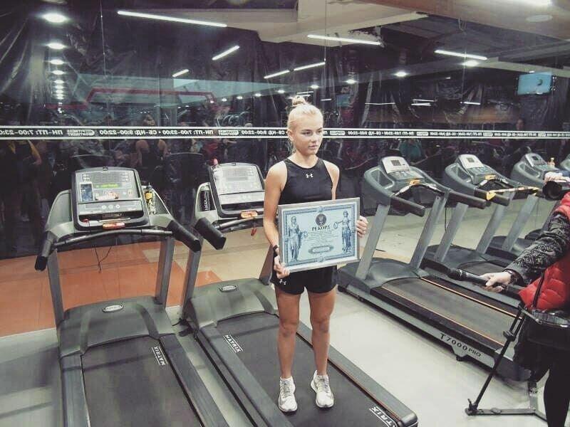 Катя установила рекорд по беспрерывному бегу на тренажере