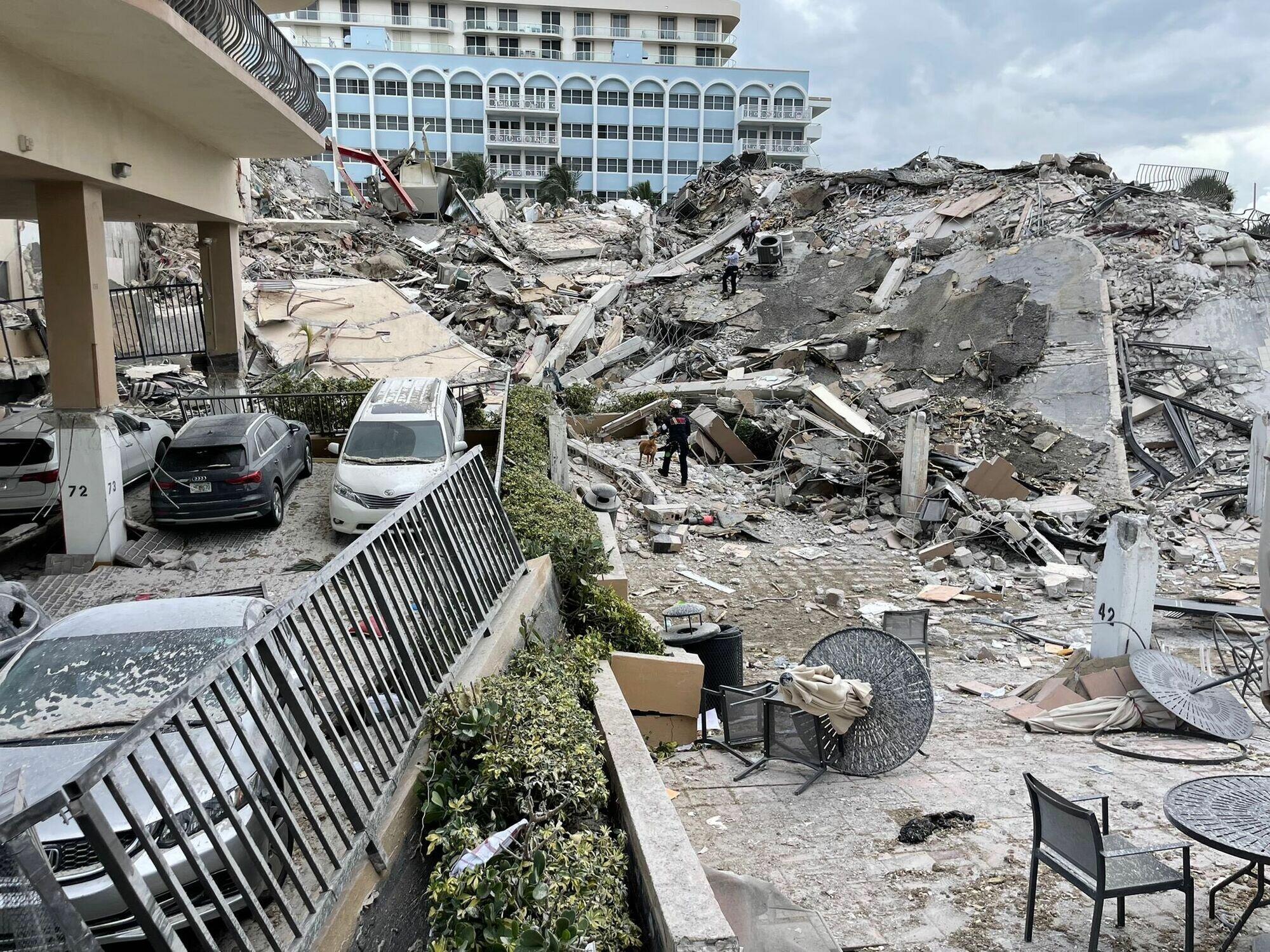 В Майами упала 12-этажка