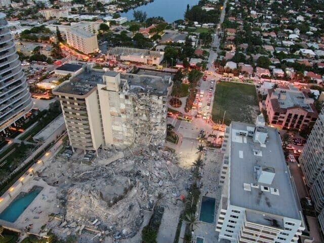 Разрушена часть здания