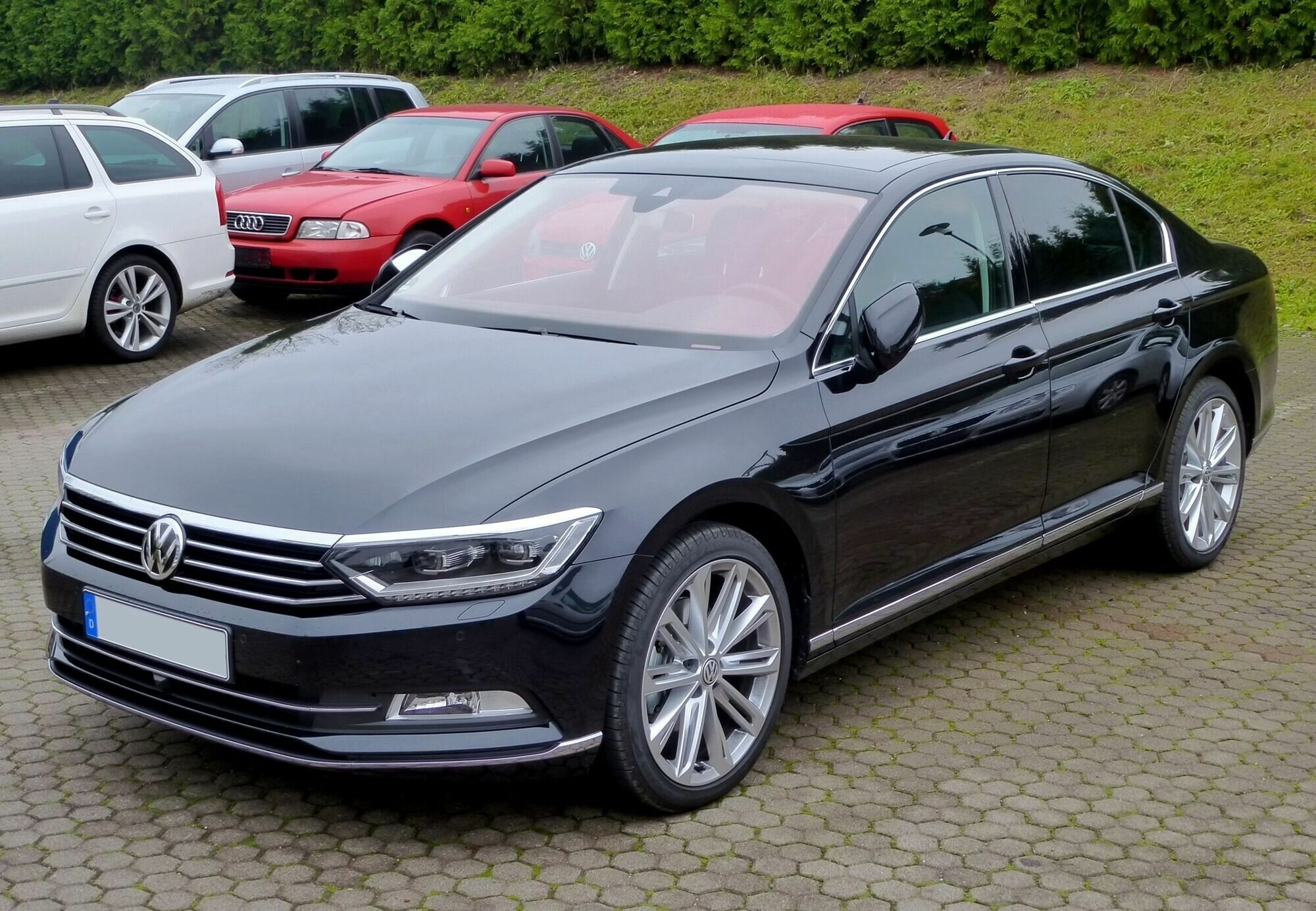 В Украине продают более 1300 Volkswagen Passat из США
