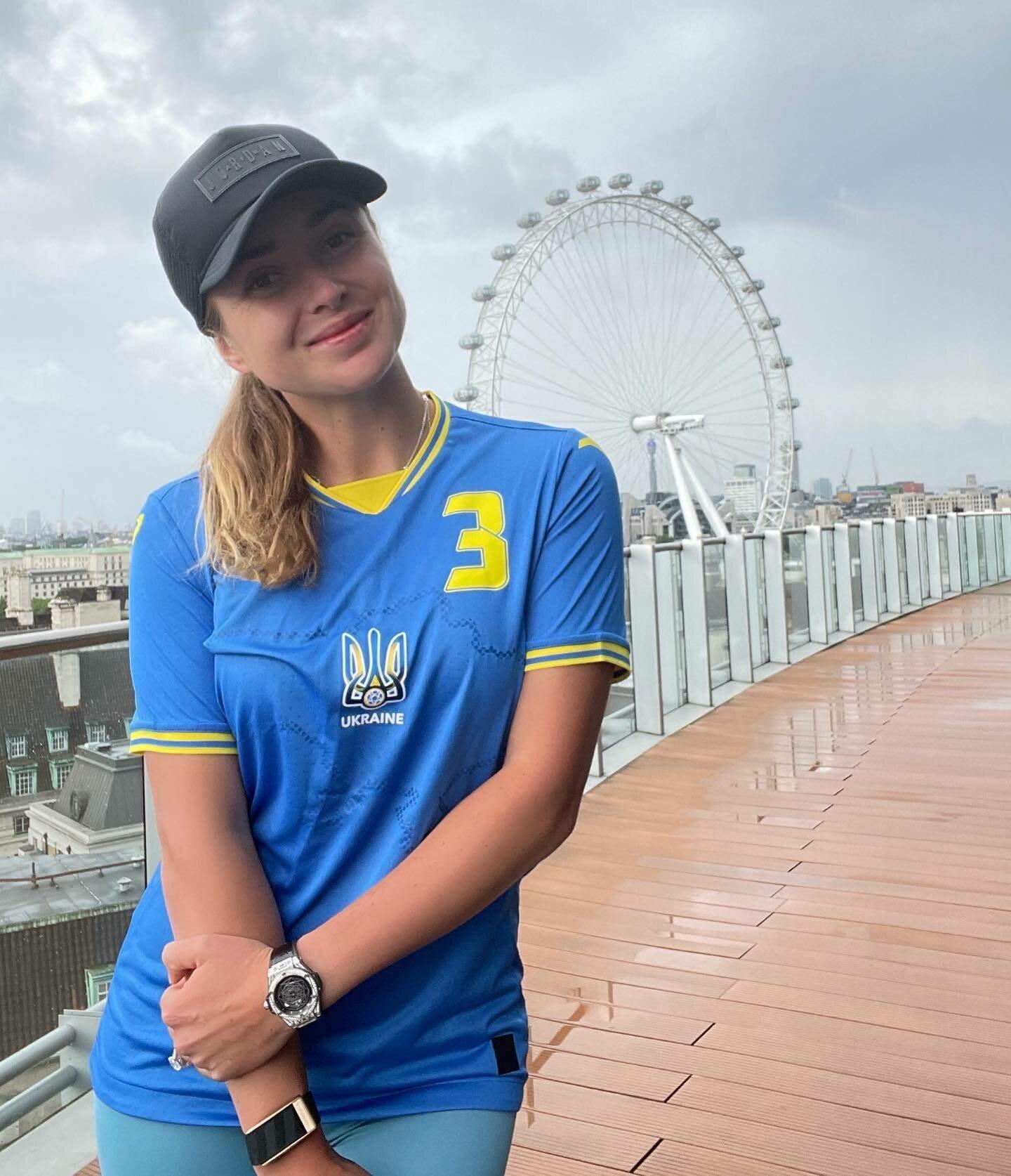 Свитолина в форме сборной Украины по футболу.