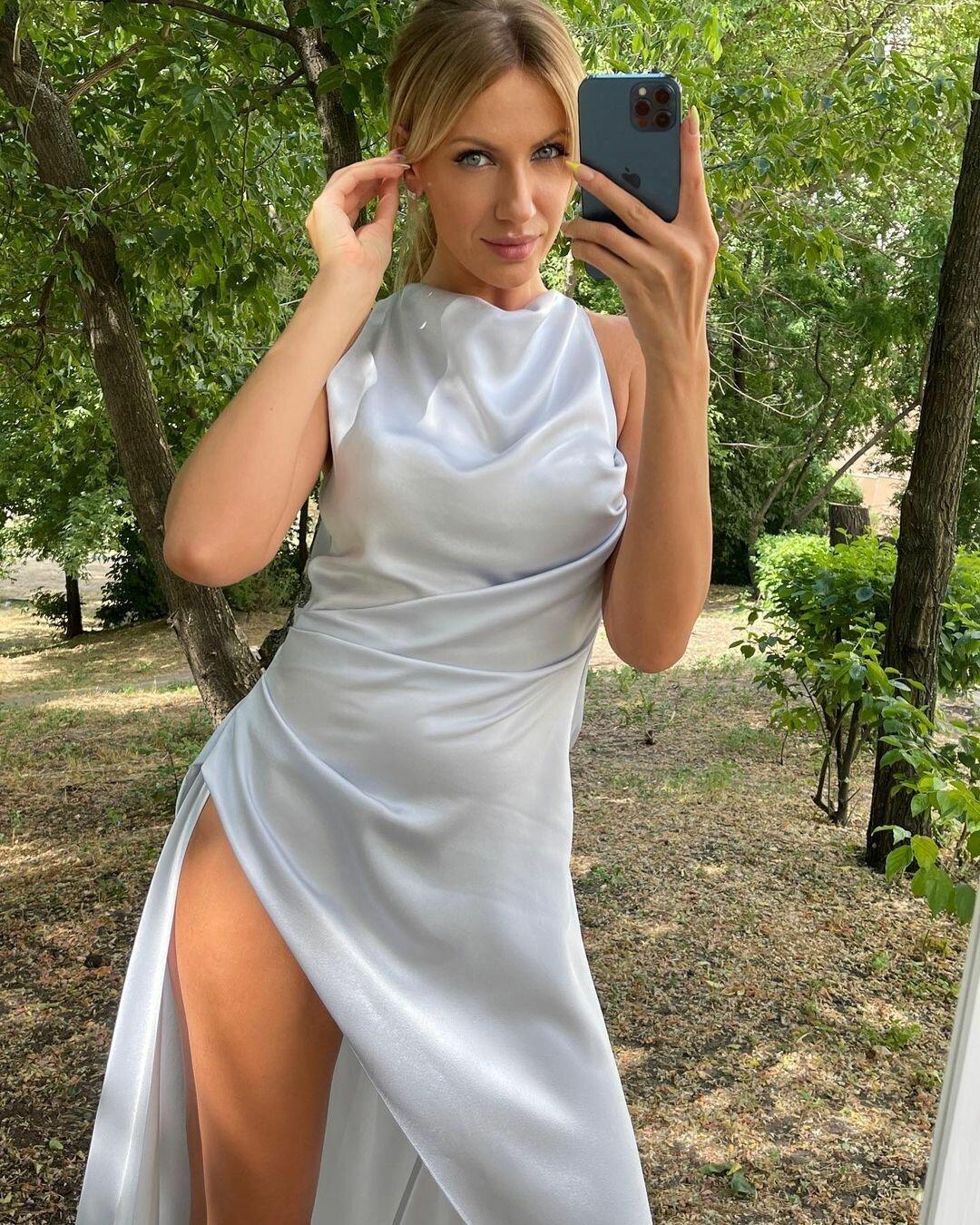 Никитюк в шелковом платье