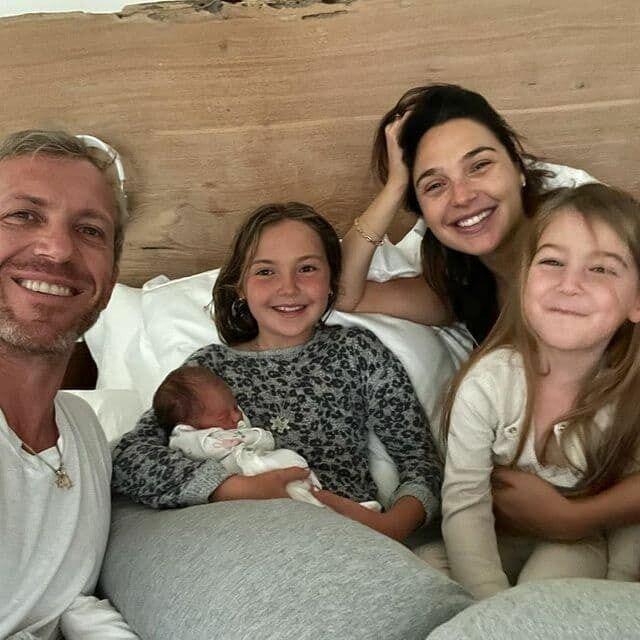 Галь Гадот стала мамой в третий раз