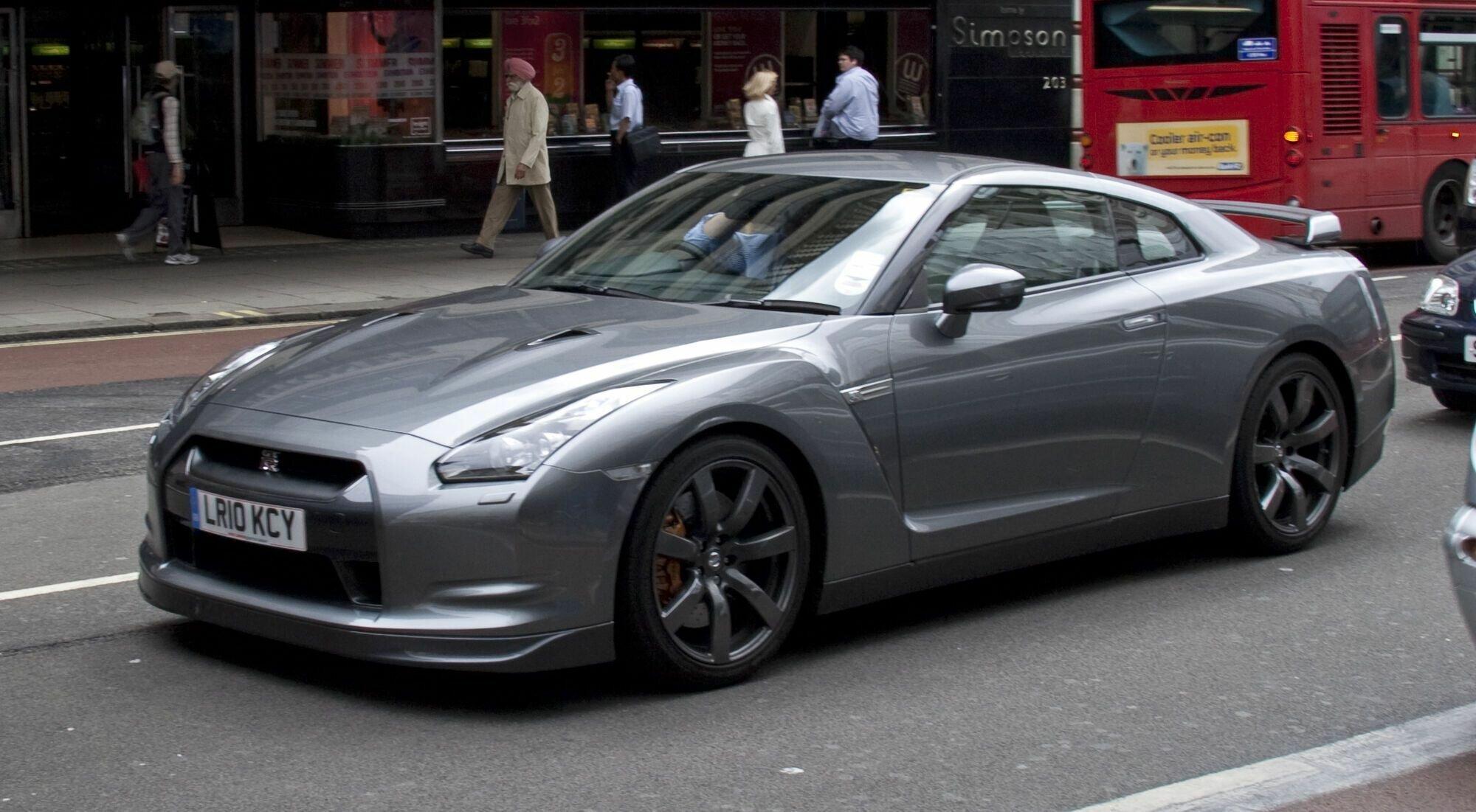 Nissan GT-R разгоняется до 100 км/ч за 3 секунды