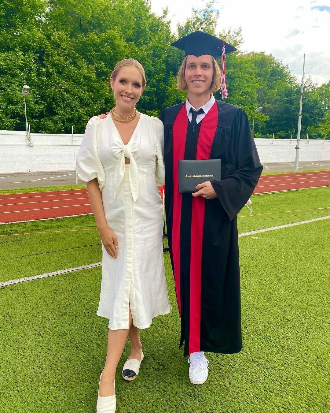 Катя Осадчая позировала на фото со старшим сыном Ильей