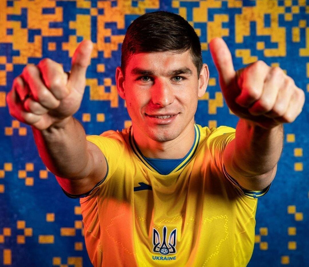 Руслан Малиновский в новой форме сборной Украины.