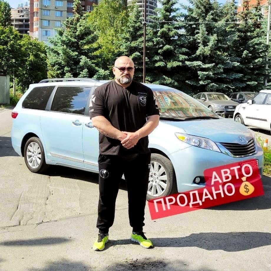 Василий Вирастюк продал свою Toyota Sienna