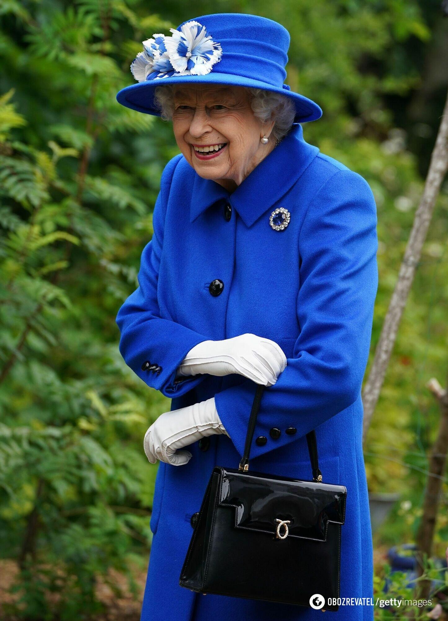 Королева появилась в ярком образе