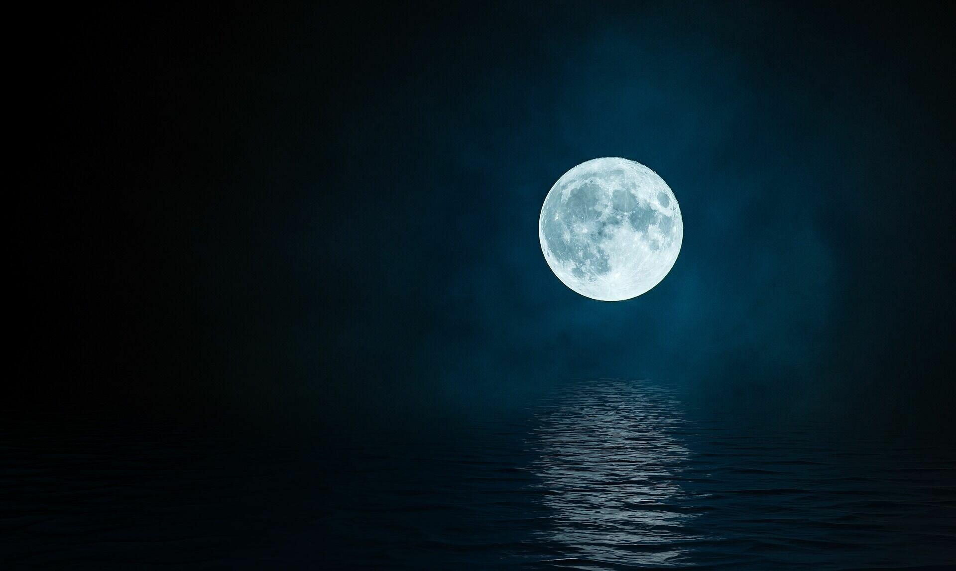 """18 июля было принято вечером выходить на улицу и смотреть, как месяц """"играет"""" в небе"""