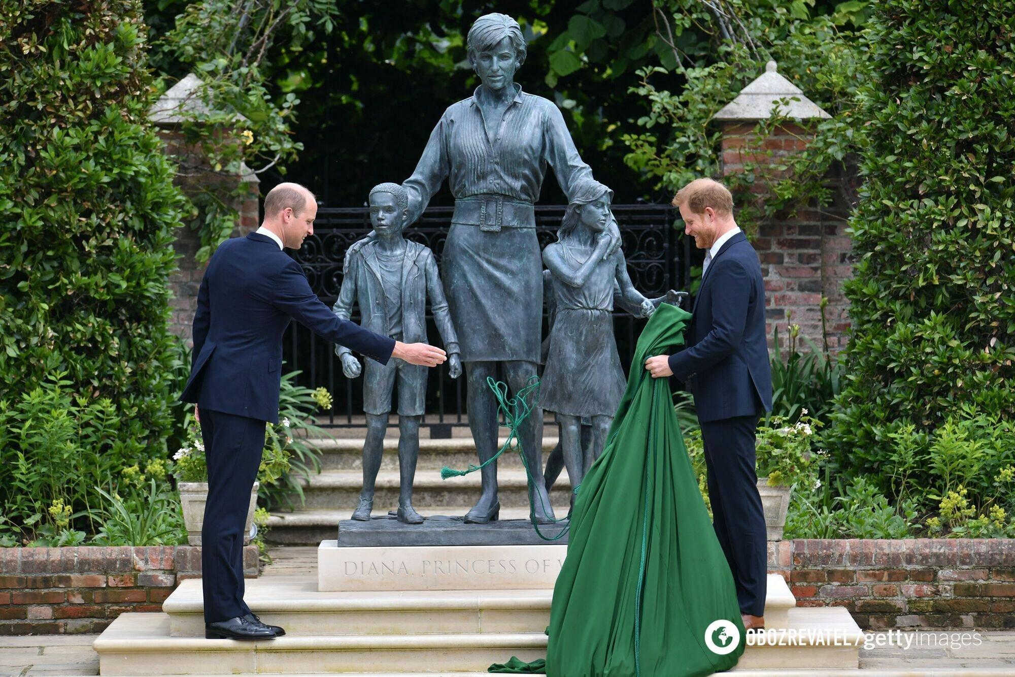 В Британии установили статую