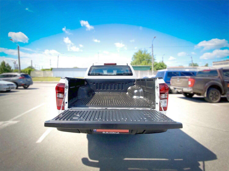 В кузове есть защитное полимерное покрытие поверхности багажного отсека.