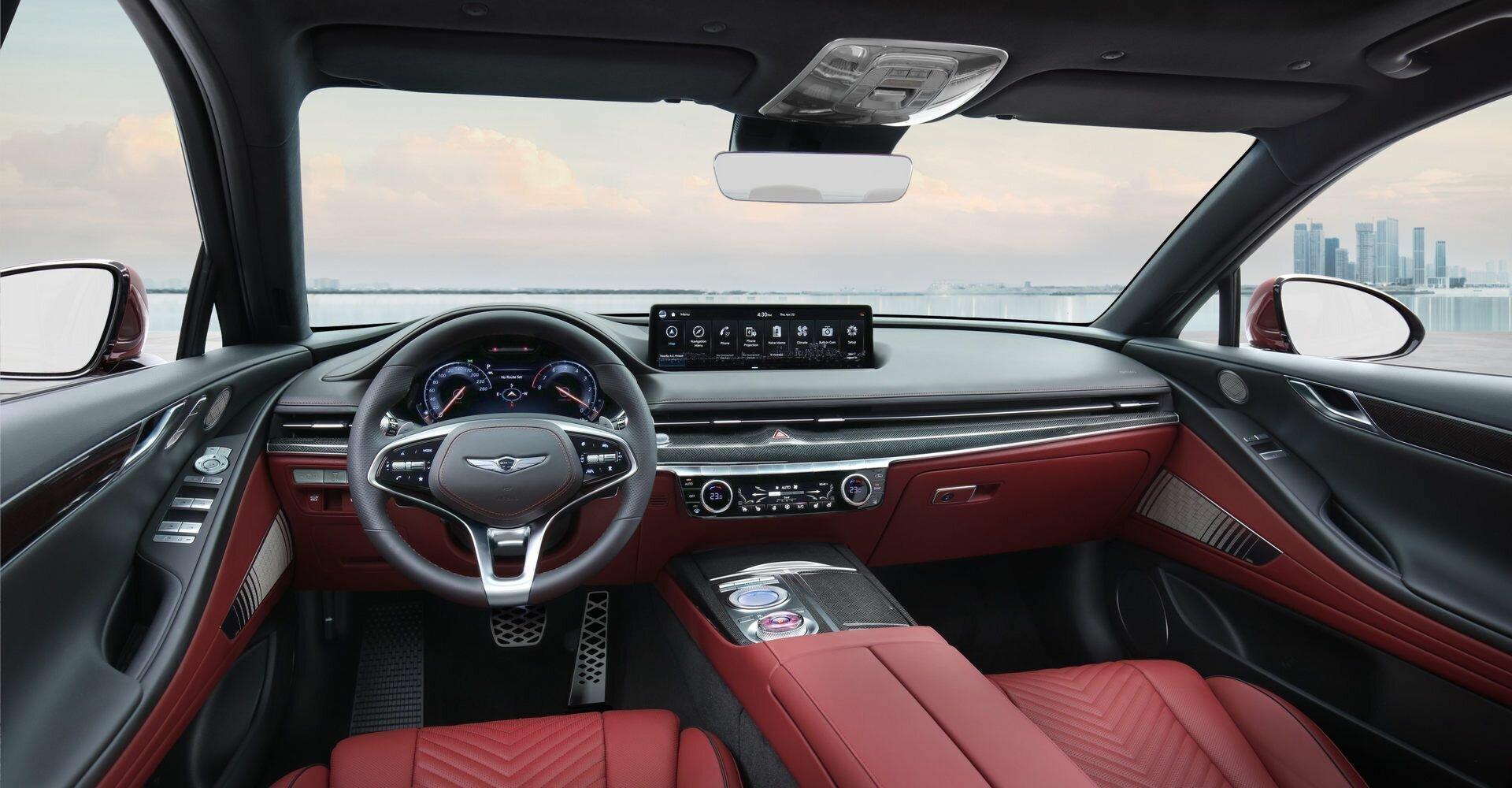 В салоне G80 Sport появился новый трехспицевый руль, а для отделки приборной панели могут использоваться полированный алюминий, карбон или особое покрытие с ромбовидным узором
