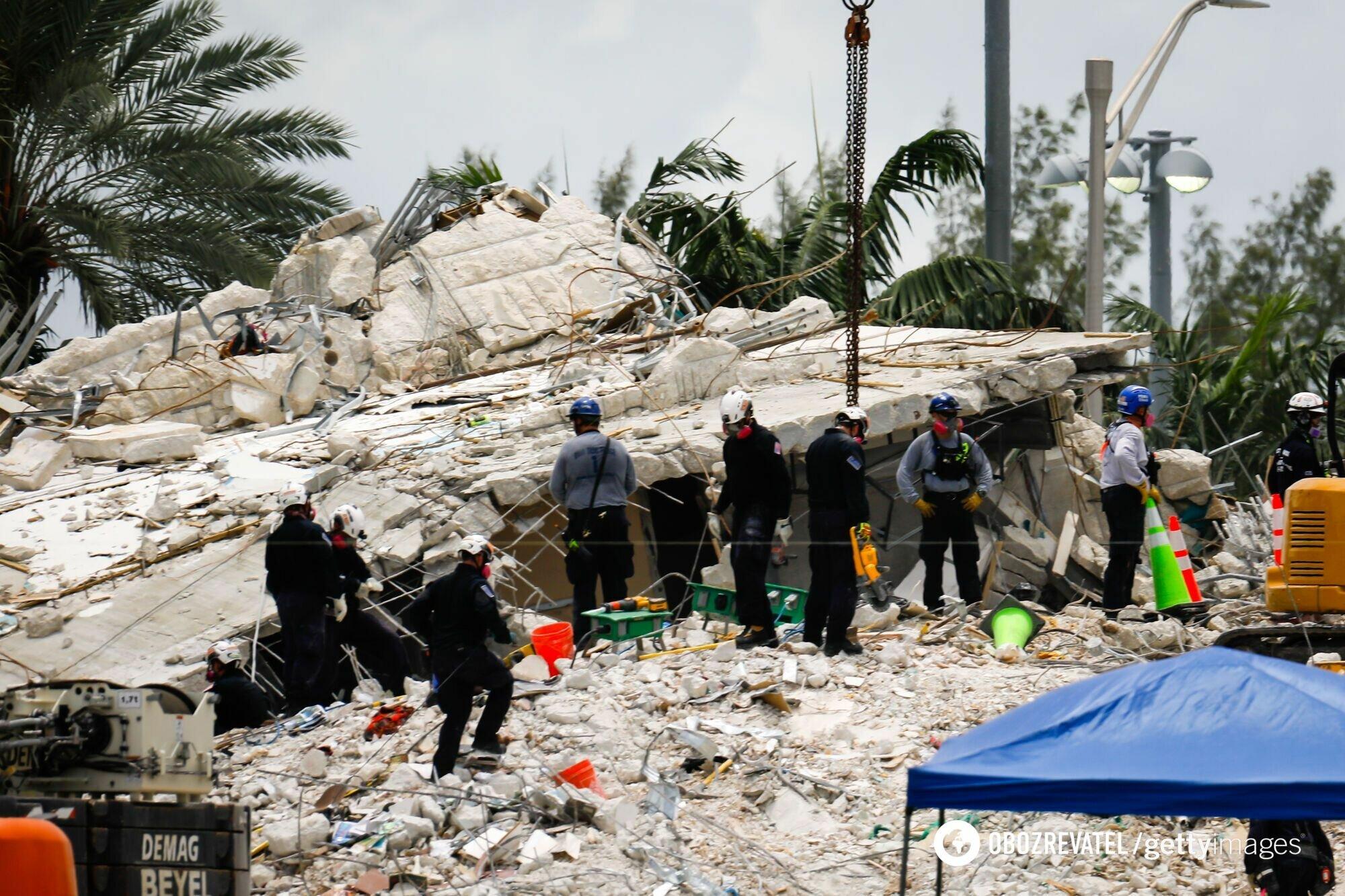 Место обрушения дома во Флориде
