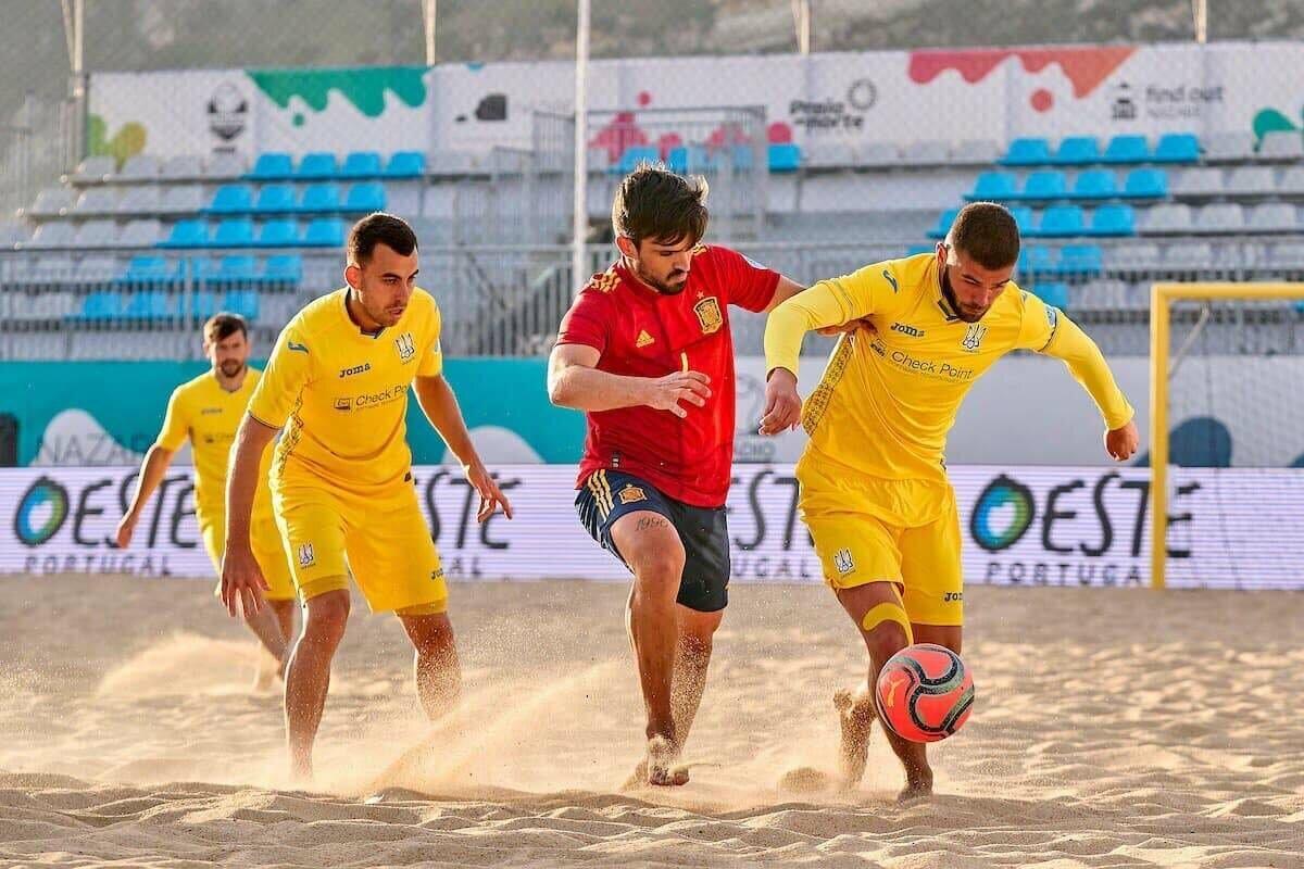 Сборная Украины по пляжному футболу проиграла Испании в финале отбора