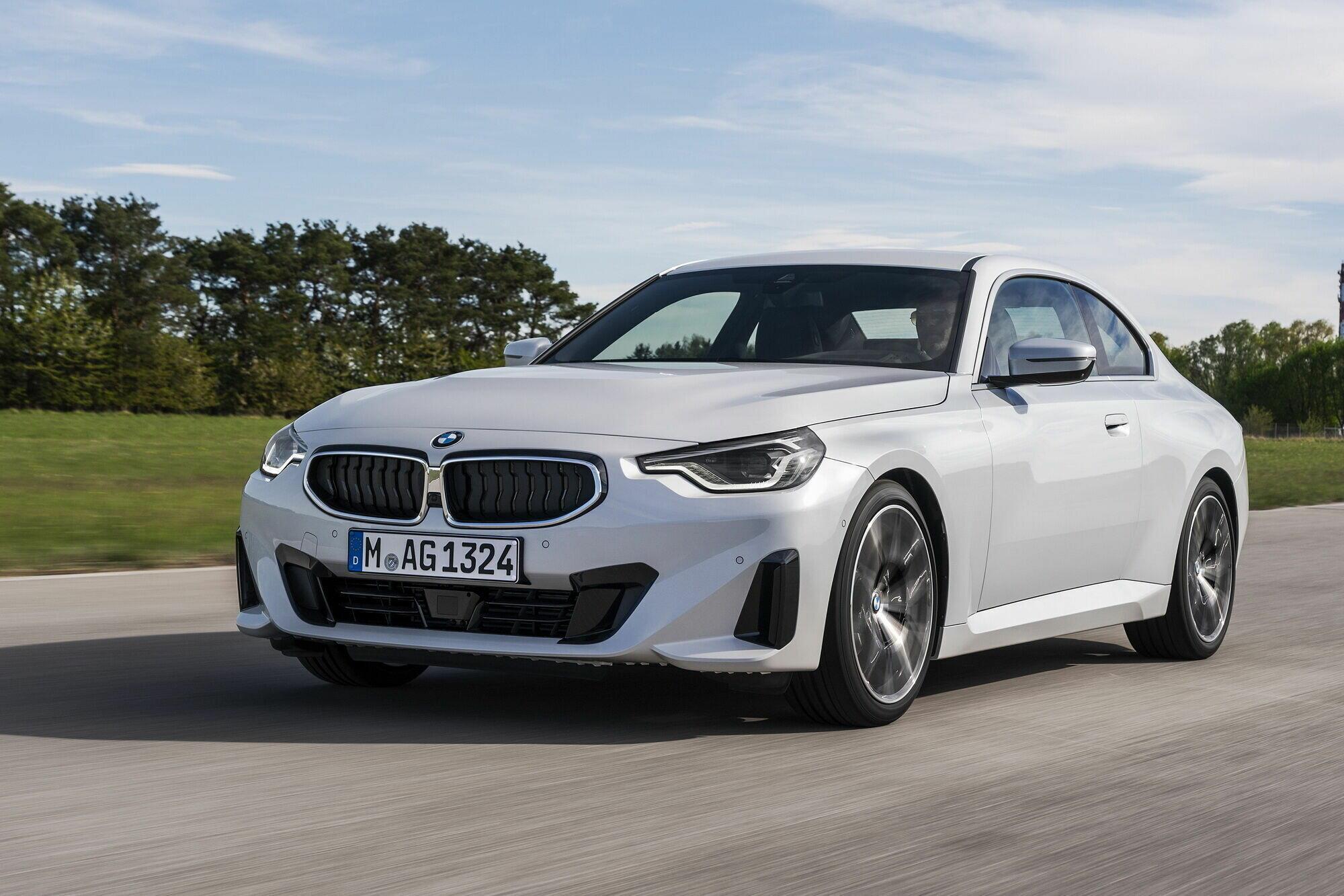 """Бензиновая версия начально уровня – BMW 220i Coupе – оснащается 2-литровой """"четверкой"""""""