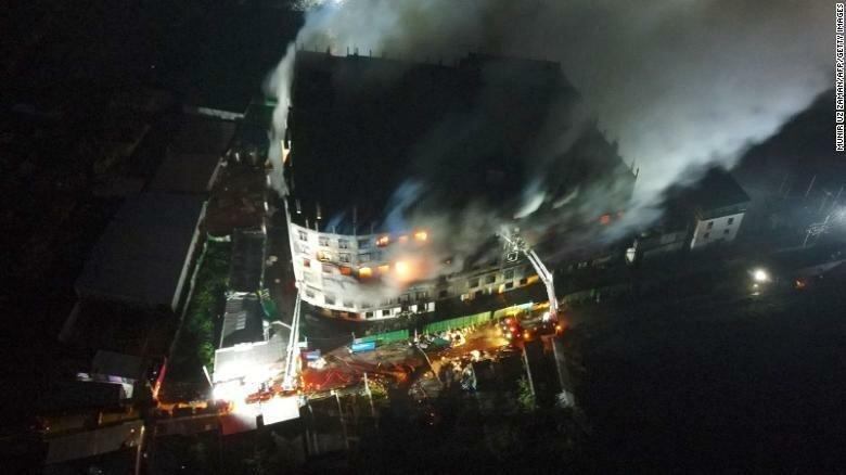 Некоторые рабочие прыгали с крыши, чтобы спастись