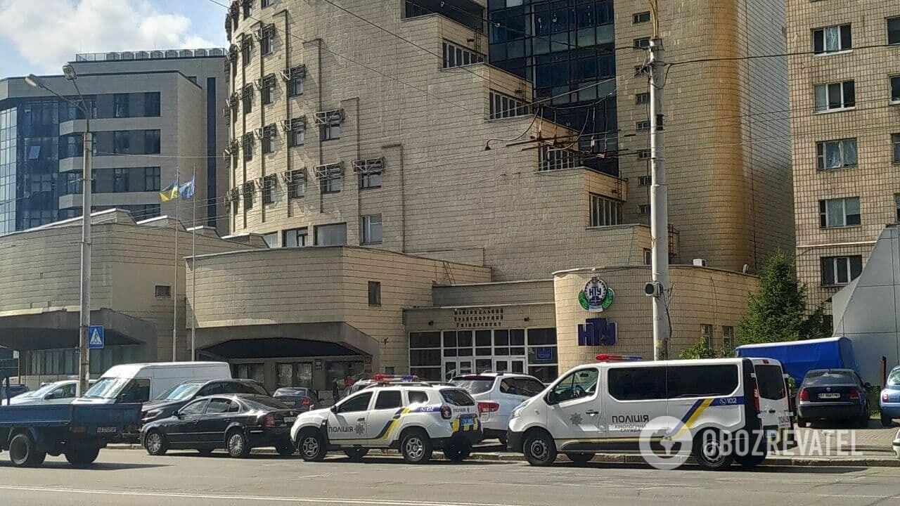 Тело полицейского найдено в общежитии.